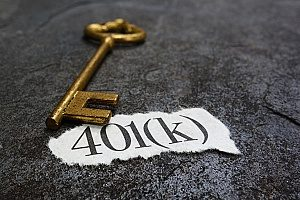 a diagram showing the words 401(k) with a key on top of it symbolizing a 401(k) plan for an individual who is looking to save